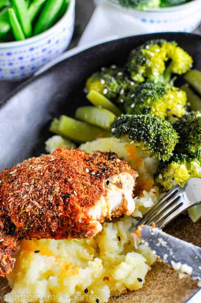 Make this easy smoked paprika chicken thighs with vegetables for a dinner high in protein and with lots of flavour.