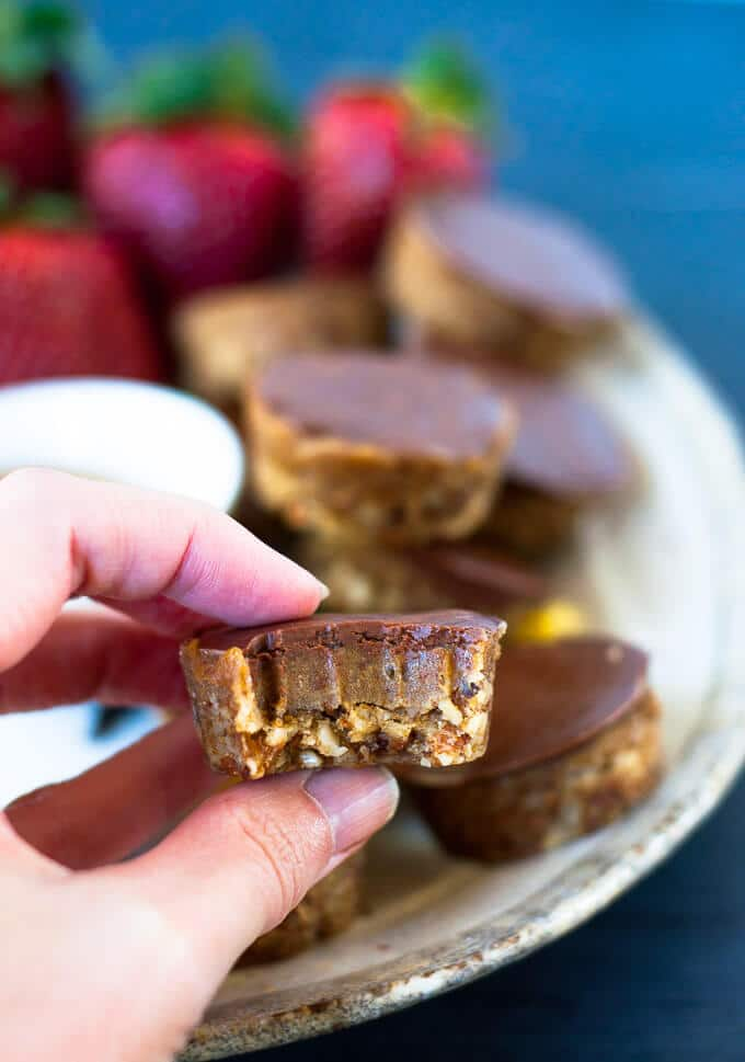 Easy to make, raw sugar free caramel slice bites that are the healthy alternative to satisfy cravings for somwthing sweet.