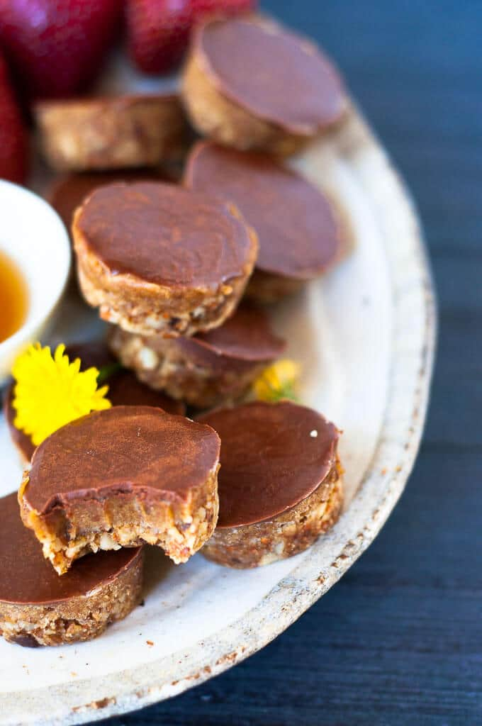 Naturally sweetened raw sugar free caramel slice bites are perfect for after dinner treats.
